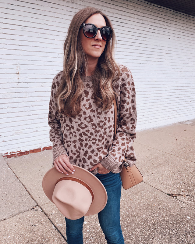 leopard print sweater walmart outfit sofia vergara blue jeans fashion carrying hat